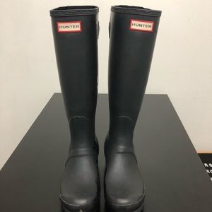 Black Matte Hunter Boots | Size 7
